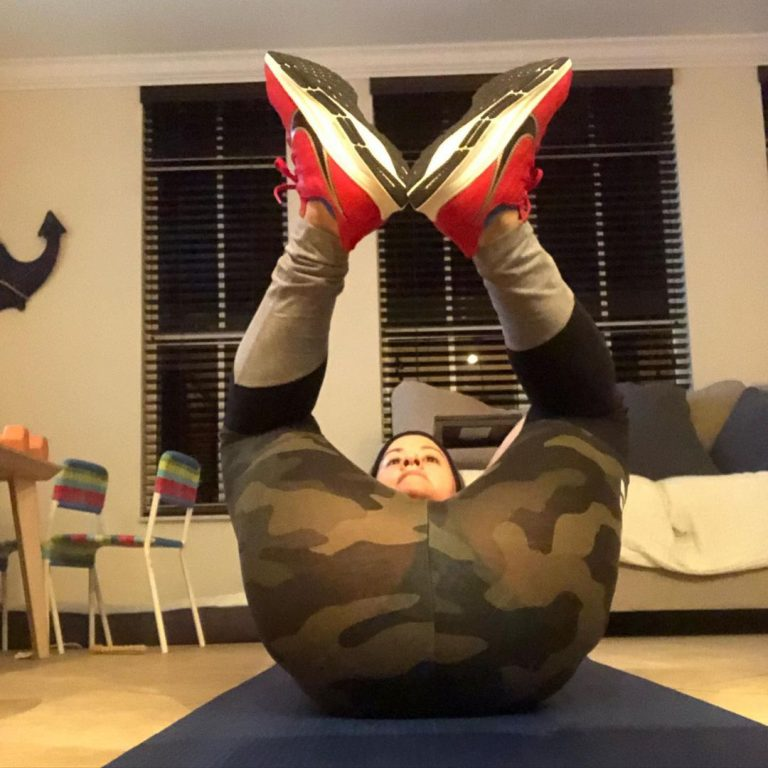 Frog Crunches Exercise: Benefits & How To Do Guide